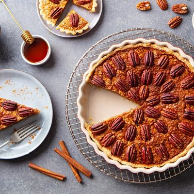 pecan-pie-tart-in-baking-dish-traditional-festive-9WMXQ3Z